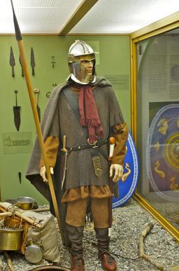 Fantassin romain reconstitué. Source : http://data.abuledu.org/URI/56eae342-fantassin-romain-reconstitue