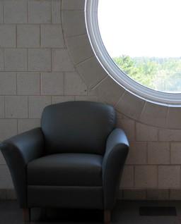 Fauteuil noir. Source : http://data.abuledu.org/URI/503a5b6e-fauteuil-noir