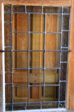Fenêtre-vitrail au Clos Lucé. Source : http://data.abuledu.org/URI/55cccdc4-fenetre-vitrail-au-clos-luce