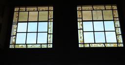 Fenêtres-vitraux au Clos Lucé. Source : http://data.abuledu.org/URI/55ccce63-fenetres-vitraux-au-clos-luce
