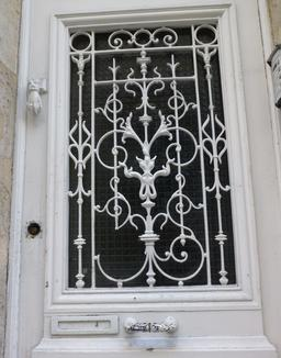 Fer forgé à Bordeaux. Source : http://data.abuledu.org/URI/58270c82-fer-forge-a-bordeaux