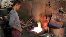 Ferblantier. Source : http://data.abuledu.org/URI/51adeae4-ferblantier
