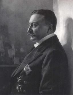 Ferdinand Graf von Zeppelin . Source : http://data.abuledu.org/URI/5376257b-ferdinand-graf-von-zeppelin-