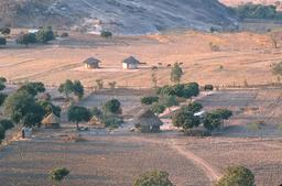 Fermes Shona au Zimbabwe. Source : http://data.abuledu.org/URI/52d2c683-fermes-shona-au-zimbabwe
