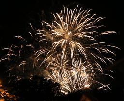 Feu d'artifice. Source : http://data.abuledu.org/URI/55a824e9-feu-d-artifice