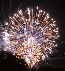 Feu d'artifice. Source : http://data.abuledu.org/URI/55a826b8-feu-d-artifice