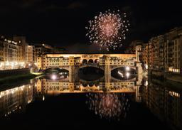 Feu d'artifice sur le Ponte Vecchio. Source : http://data.abuledu.org/URI/59da9d9a-feu-d-artifice-sur-le-ponte-vecchio