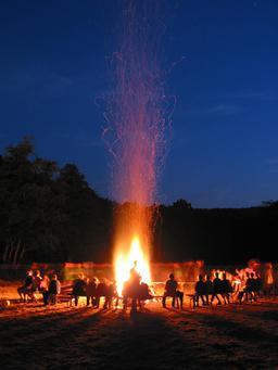 Feu de camp. Source : http://data.abuledu.org/URI/534b1308-feu-de-camp