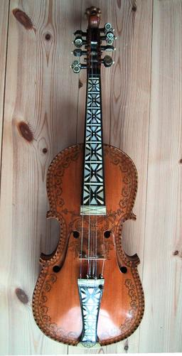 Violon de Hardanger. Source : http://data.abuledu.org/URI/533ad70e-fiddle-