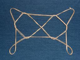 Figure du jeu de ficelle des deux diamants. Source : http://data.abuledu.org/URI/52f542f9-figure-du-jeu-de-ficelle-des-deux-diamants