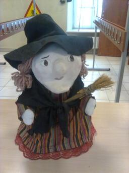Figurine de sorcière. Source : http://data.abuledu.org/URI/502d75b4-figurine-de-sorciere