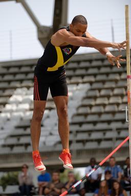 Finale de saut à la perche 2013. Source : http://data.abuledu.org/URI/538a4b17-finale-de-saut-a-la-perche-2013