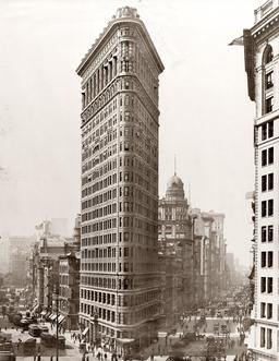 Flatiron Building à NY en 1910. Source : http://data.abuledu.org/URI/589e692b-flatiron-building-en-1910