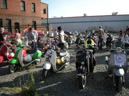 Foire aux scooters en 2009. Source : http://data.abuledu.org/URI/58e6aa71-foire-aux-scooters-en-2009