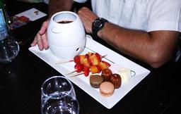 Fondue au chocolat. Source : http://data.abuledu.org/URI/50a66f39-fondue-au-chocolat