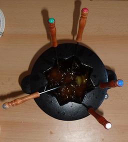 Fondue Bourguignone. Source : http://data.abuledu.org/URI/50a66c9f-fondue-bourguignone