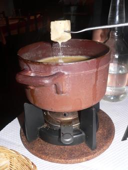 Fondue Savoyarde. Source : http://data.abuledu.org/URI/50a66ad2-fondue-savoyarde