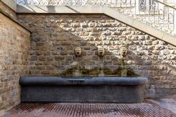 Fontaine à Charleville-Mézières. Source : http://data.abuledu.org/URI/598d84b1-fontaine-a-charleville-mezieres