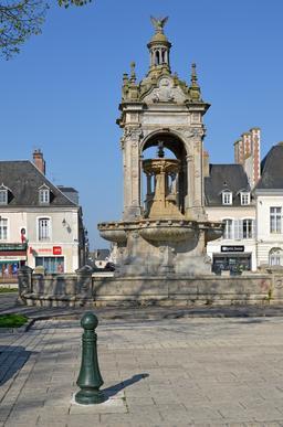 Fontaine de la place de Châteaudun. Source : http://data.abuledu.org/URI/555af2bf-fontaine-de-la-place-de-chateaudun