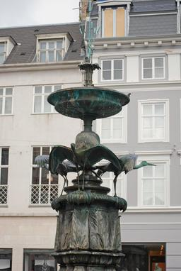 Fontaine des cigognes de Copenhague. Source : http://data.abuledu.org/URI/59181b18-fontaine-des-cigognes-de-copenhague