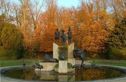Fontaine du Musée d'Afrique Centrale à Bruxelles. Source : http://data.abuledu.org/URI/5234c459-fontaine-du-musee-d-afrique-centrale-a-bruxelles