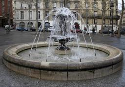 Fontaine Place Monge, de jour. Source : http://data.abuledu.org/URI/53e28b23-fontaine-place-monge-de-jour