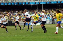Football féminin à Rio de Janeiro en 2007. Source : http://data.abuledu.org/URI/587b59b6-football-feminin-a-rio-de-janeiro-en-2007