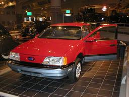 Ford TaurusLX exposée. Source : http://data.abuledu.org/URI/53aa7216-ford-tauruslx-exposee
