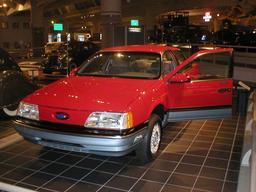 Ford TaurusLX exposée. Source : http://data.abuledu.org/URI/53aa7216-ford-tauruslx-exposee