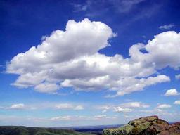 Formation de cumulus par beau temps. Source : http://data.abuledu.org/URI/518be1e8-formation-de-cumulus-par-beau-temps