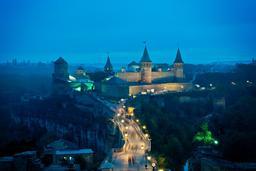 Forteresse de nuit en Ukraine. Source : http://data.abuledu.org/URI/5461df7e-forteresse-de-nuit-en-ukraine