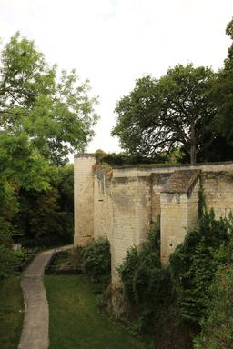 Fortifications de Loches. Source : http://data.abuledu.org/URI/55e40e18-fortifications-de-loches