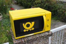 Four à micro-ondre recyclé en boîte aux lettres. Source : http://data.abuledu.org/URI/54c79fe6-four-a-micro-ondre-recycle-en-boite-aux-lettres
