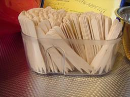 Fourchettes en bois. Source : http://data.abuledu.org/URI/534b176b-fourchettes-en-bois