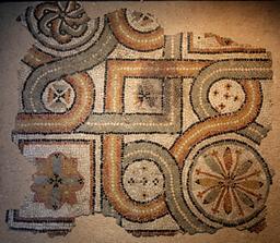 Fragment de mosaïque géométrique de Burdigala. Source : http://data.abuledu.org/URI/55599d44-fragment-de-mosaique-geometrique-de-burdigala