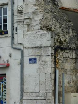 Fragment de rempart à La Rochelle. Source : http://data.abuledu.org/URI/582202b1-fragment-de-rempart-a-la-rochelle