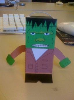 Frankenstein en jouet de papier pliant. Source : http://data.abuledu.org/URI/52ad8418-frankenstein-en-jouet-de-papier-pliant