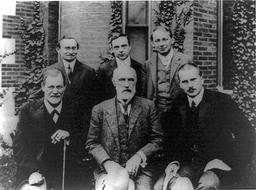 Freud et Jung en 1909. Source : http://data.abuledu.org/URI/529e621e-freud-et-jung-en-1909