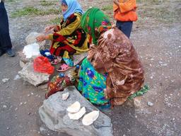 Fromage Kurut en vente. Source : http://data.abuledu.org/URI/520e1430-fromage-kurut-en-vente