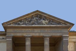 Fronton du Muséum de Paris. Source : http://data.abuledu.org/URI/53e28236-fronton-du-museum-de-paris