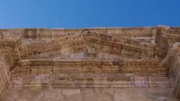 Fronton sur le Tétrapyle Nord de Jerash. Source : http://data.abuledu.org/URI/54b44037-fronton-sur-le-tetrapyle-nord-de-jerash
