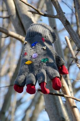Gant de laine fantaisie. Source : http://data.abuledu.org/URI/534c2b60-gant-de-laine-fantaisie
