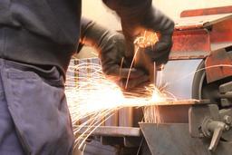 Gants de travail. Source : http://data.abuledu.org/URI/534c2b04-gants-de-travail