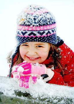 Gants et bonnet sous la neige. Source : http://data.abuledu.org/URI/50fdc783-gants-et-bonnet-sous-la-neige