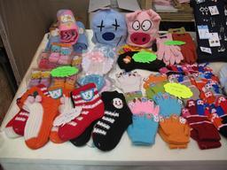 Gants et chaussettes fantaisie au marché de Noël. Source : http://data.abuledu.org/URI/534c2957-gants-et-chaussettes-fantaisie-au-marche-de-noel