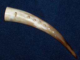 Gemshorn en corne médiéval. Source : http://data.abuledu.org/URI/5348027b-gemshorn