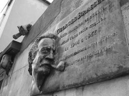 Georges Brassens, Impasse Florimont à Paris. Source : http://data.abuledu.org/URI/53b5b14d-georges-brassens-impasse-florimont-a-paris