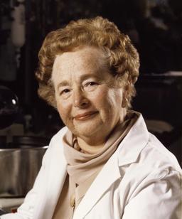 Portrait de la biochimiste Gertrude Elion. Source : http://data.abuledu.org/URI/5373389d-gertrude-elion-jpg