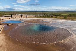Geysers géothermiques de Blesi en Islande. Source : http://data.abuledu.org/URI/54cba56f-geysers-geothermiques-de-blesi-en-islande