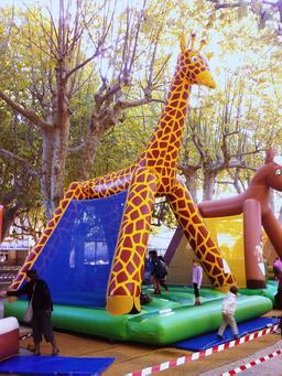 Girafe gonflable. Source : http://data.abuledu.org/URI/591f97b2-girafe-gonflable